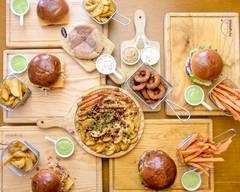 Burguesa - Burger & Gin