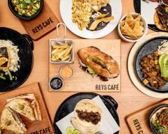 Reys Café